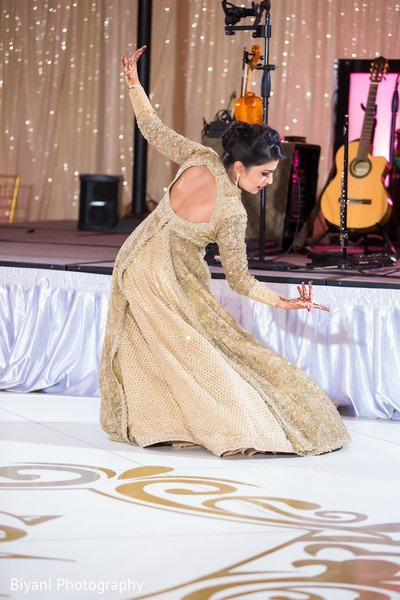 indian bride,indian wedding reception,performance