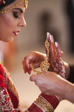 indian bride getting ready,bridal jewelry,indian bride
