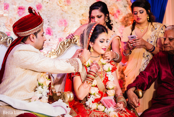 indian wedding ceremony,india bride and groom,mangalasutra