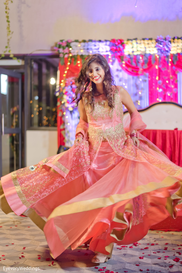Extraordinary indian bride's engagement outfit