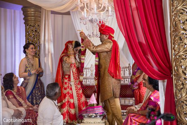 indian bride and groom,indian wedding ceremony,jaimala