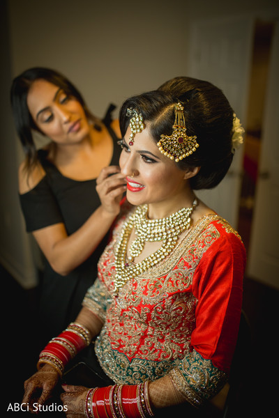 Insanely beautiful Indian bride look.
