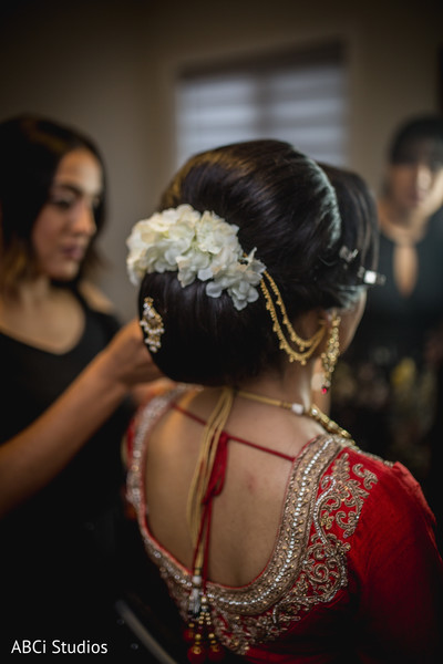 Gorgeous Indian bride updo.