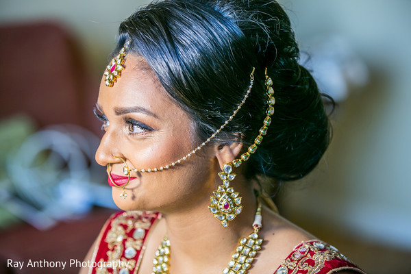 indian bride getting ready,bridal jewelry,indian bride fashion