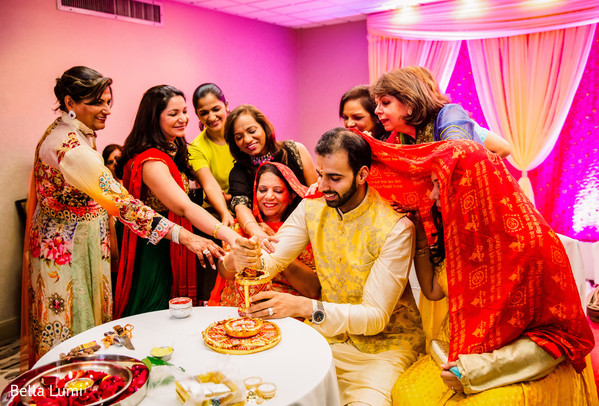 Indian lovebird's pre-wedding ritual