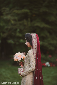 pakistani bride,indian wedding photography,bridal bouquet