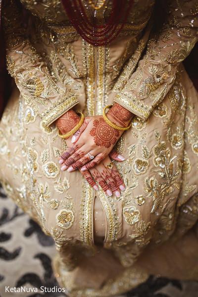 Gorgeous Indian bride henna design.