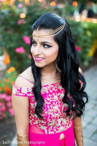Lovely indian bride's pre-wedding photo session