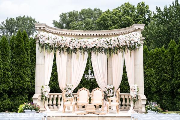 Dazzling indian wedding ceremony decor