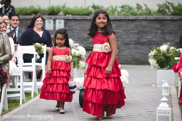 649123ac94d Gorgeous Indian flower girls procession.