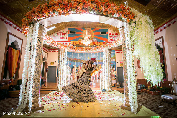 Queens ny fusion indian wedding by maxphoto ny maharani weddings indian bride and groommandapindian wedding photography junglespirit Images