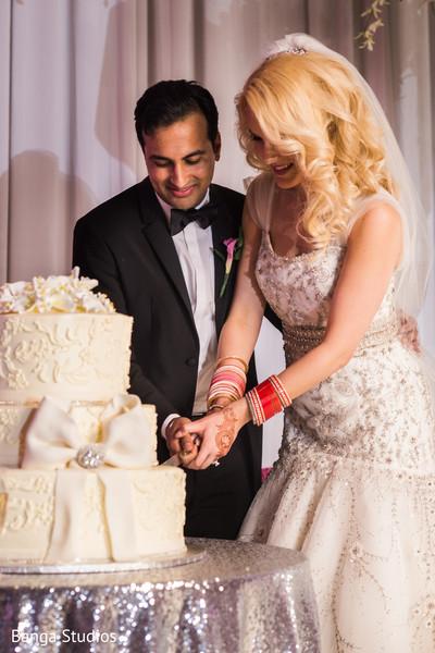 Marvelous Indian wedding cake cutting.