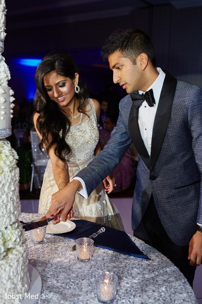 indian wedding,wedding cake,indian newlyweds