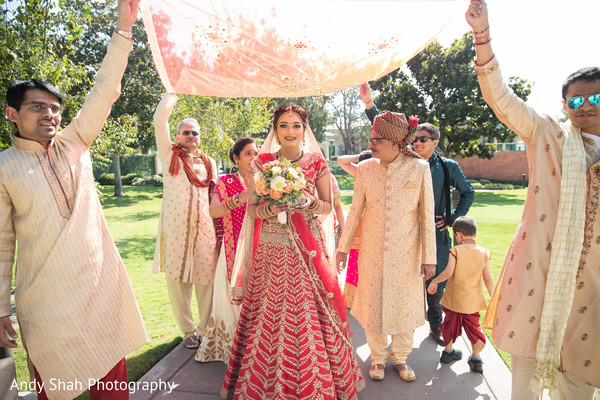 indian bride,indian wedding ceremony,phoolon ki chaadar