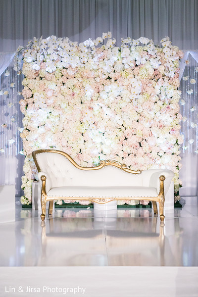 Drop-dead gorgeous floral backdrop.