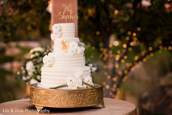 indian wedding reception,indian wedding cake,indian wedding cake design,indian wedding cake topper