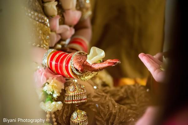 Sweet Hindu wedding ceremony ritual.