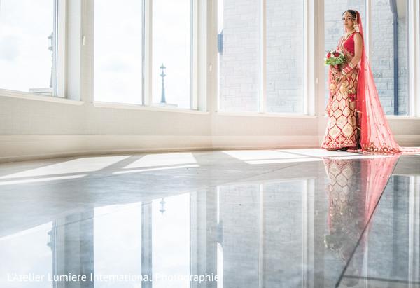 Glamorous indian bride's wedding photo session