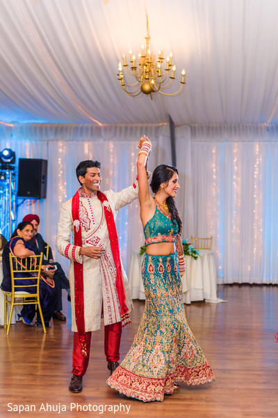 See this beautiful indian couple's first dance