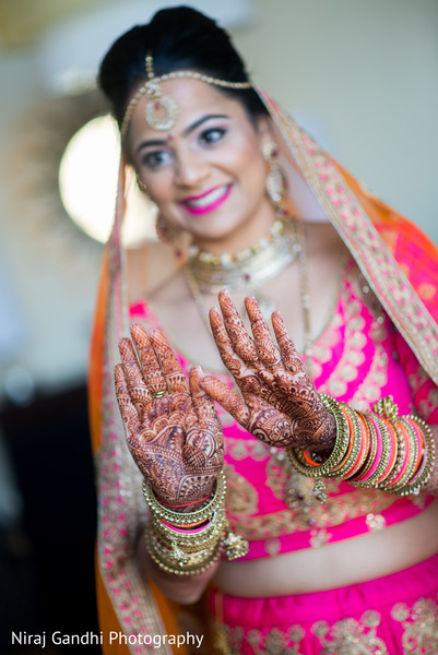 indian bride getting ready,indian wedding gallery,mehndi art,bridal jewelry