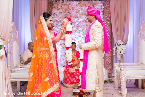 indian wedding ceremony,indian wedding ceremony photography,indian bride and groom,jai mala ceremony