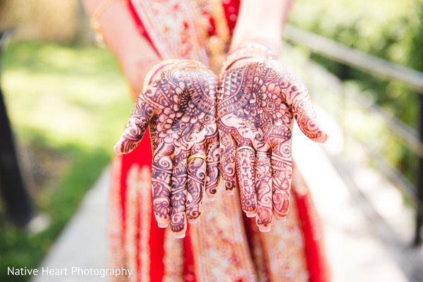indian bride,indian bride mehndi,henna,indian wedding photography