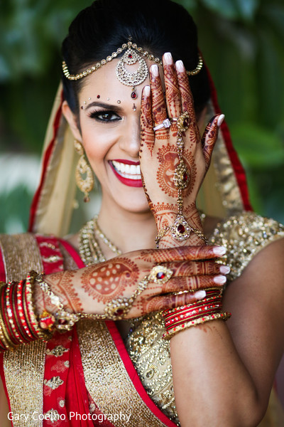 indian bride,henna,bridal mehndi,bridal jewelry,indian wedding photography