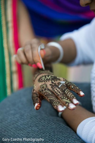 India bride mehndi session.