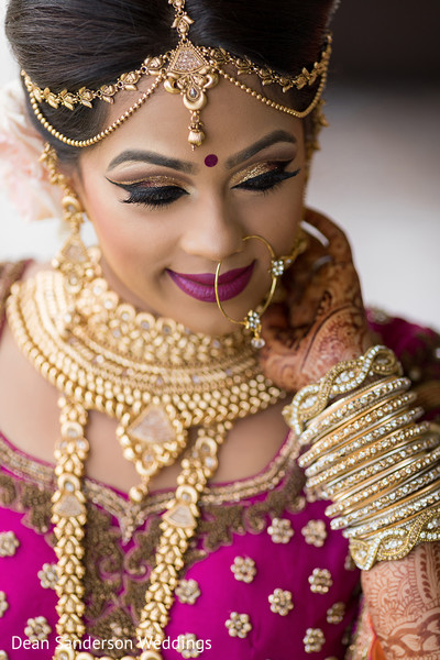 Fascinating Indian bride jewelry accessories.