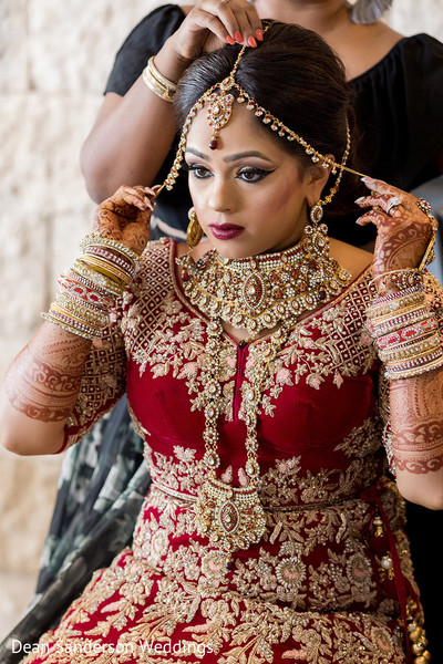 Indian bride magnificent wedding look.
