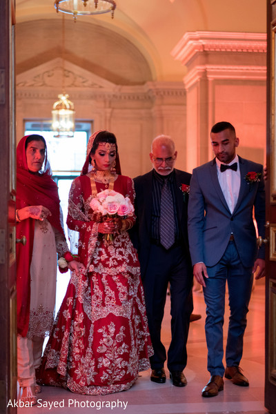 Ravishing indian bride's grand entrance