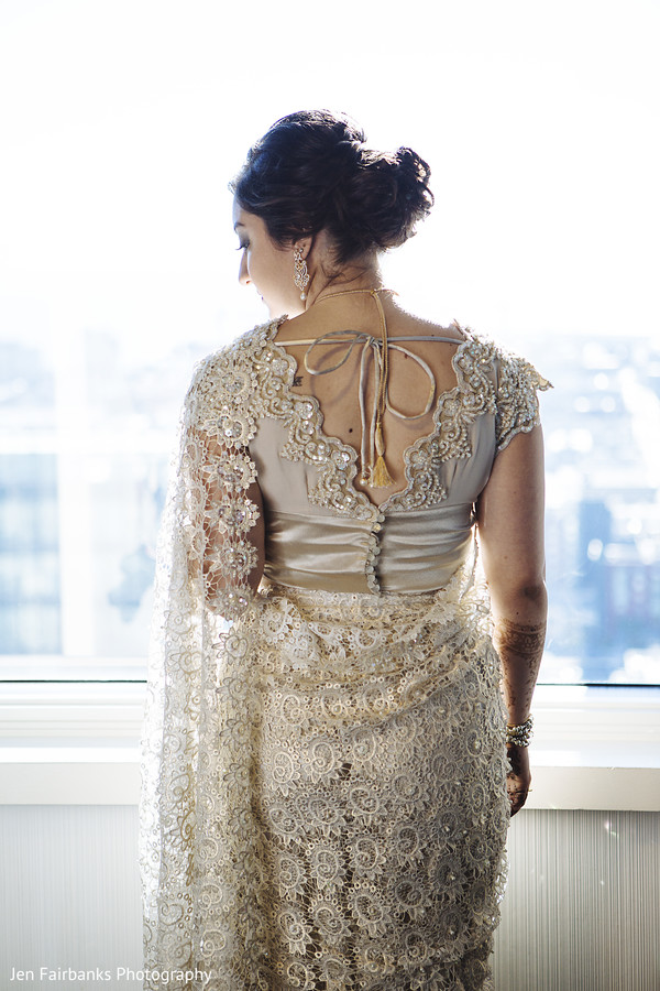 Dazzling indian bride's wedding outfit