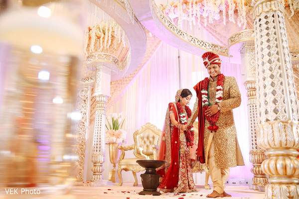 indian wedding mandap decor,indian bride and groom
