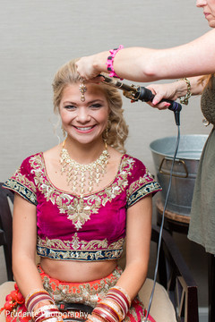 indian wedding gallery,indian bride getting ready,indian bride hair and makeup,bridal jewelry