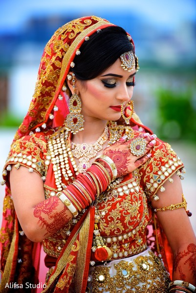 Glowing indian bride in her wedding outfit