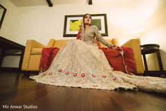 Outstanding indian bride's wedding outfit