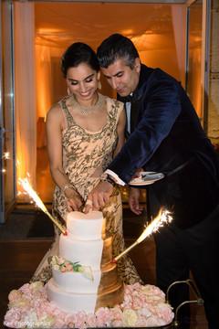 indian wedding cake,cutting the cake