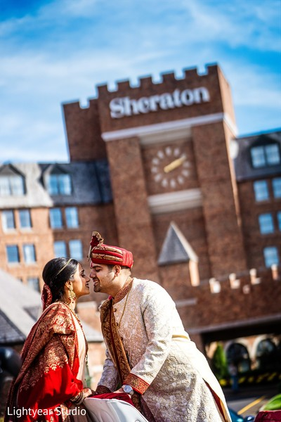 Heartwarming indian bride and groom's photo session
