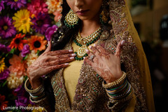 Gorgeous Indian bride Mendi art and jewelry.