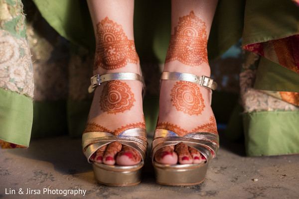 indian wedding gallery,indian bride getting ready,mehndi art