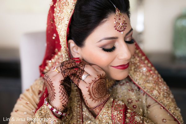 indian bride getting ready,indian wedding gallery,mehndi art,bridal jewelry