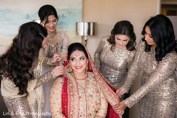 indian bride getting ready,indian wedding gallery,indian bride fashion