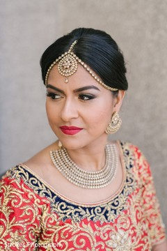 See this gorgeous indian bride posing