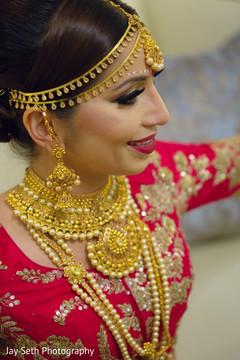 indian bride,indian wedding hair and makeup,indian wedding fashion,indian bride jewelry