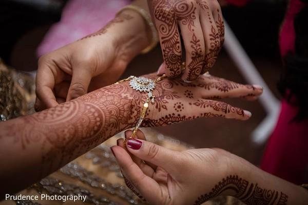 indian bride,mehndi,indian bride jewelry