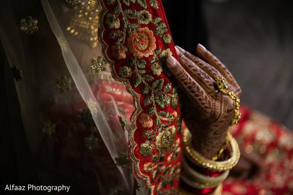 indian wedding gallery,indian bride getting ready,bridal jewelry,indian bride mehndi