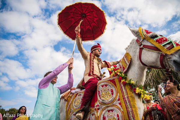 indian wedding baraat,baraat procession,baraat horse,indian groom