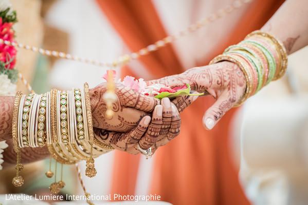 indian wedding bangles,indian wedding ritual,indian wedding mehndi