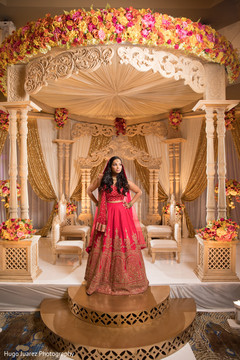 indian wedding ceremony fashion,indian bride,indian wedding traditional outfit,mandap