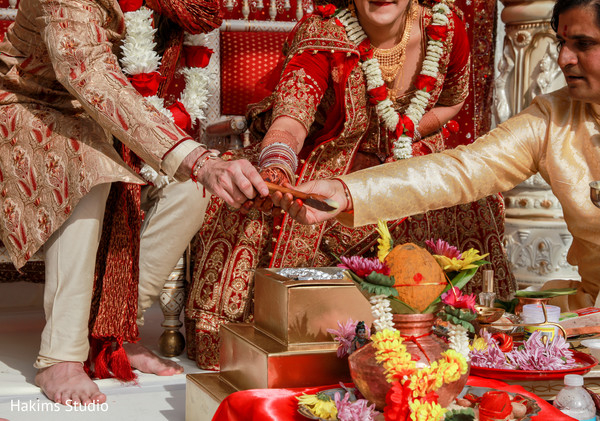 indian wedding minister,indian wedding ceremony ritual,indian wedding details